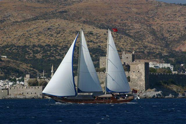 a kaya guneri navegando