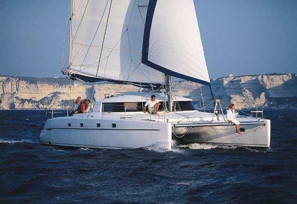 Alquiler-barco-yate-catamaran-turismo-vacaciones