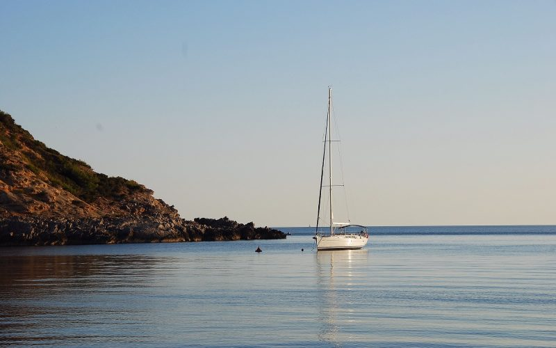 Alquiler-veleros-yate-motor-catamaran-Formentera-Mediterraneo-España