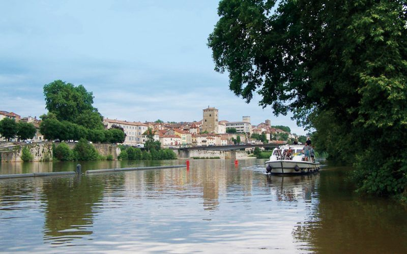 Alquiler-barcos-fluviales-turismo-fluvial-canales-rios-