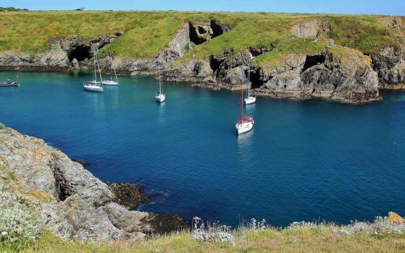 crucero-vacaciones-alquiler-Francia -playa-mar-navegar-barco-Bretaña