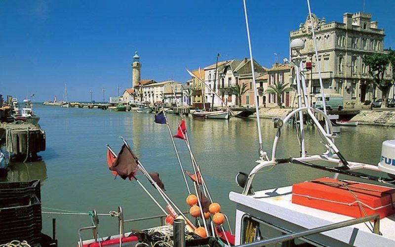Alquiler-barcos-fluviales-turismo-fluvial-canales-rios-francia-Camarga