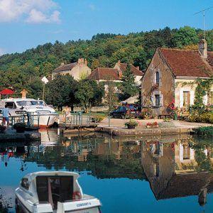 Alquiler-barcos-fluviales-turismo-fluvial-canales-rios-bretaña