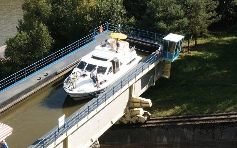 Alquiler-barcos-fluviales-turismo-fluvial-canales-esclusa-Alsacia-Lorena