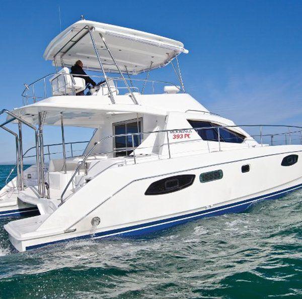 Alquiler-power-catamaran-a-motor-