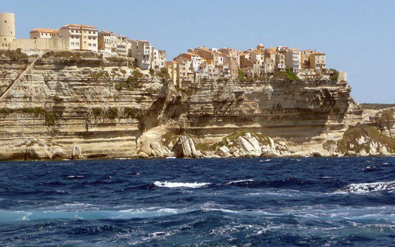 Alquiler-barcos-yate-motor-velero-turismo-Francia-Corcega-Mediterraneo