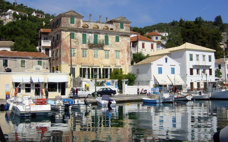 Alquiler-Grecia-barcos-yate-motor-velero-turismo-Mediterraneo-Corfu