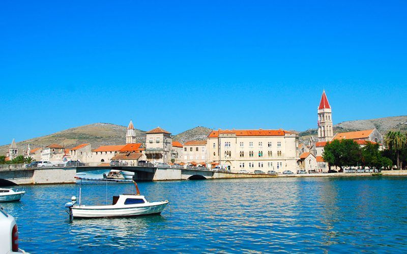 Croacia-Pula-Alquiler-barcos-vacaciones-crucero-navegar-goleta-velero-catamaran