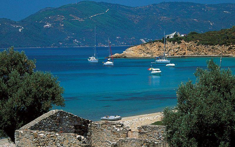 Alquiler-barcos-Grecia-Lefkas-vacaciones-velero-catamaran-yate-motor