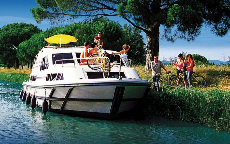 Alquiler-barcos-fluviales-turismo-fluvial-canales-Charente