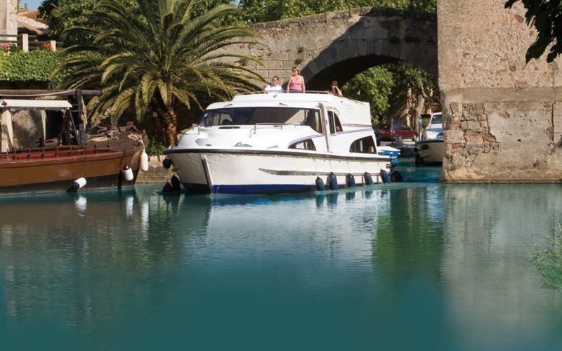 Alquiler-barcos-fluviales-turismo-fluvial-canales-Lorena