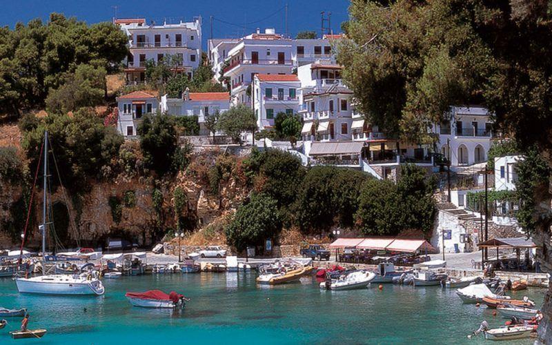 Alquiler-barco-Grecia-yate-motor-velero-catamaran-turismo-vacaciones