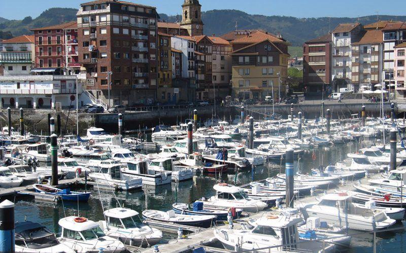 Alquiler-barcos-veleros-catamaranes-vacaciones-navegar-Pais-Vasco-España