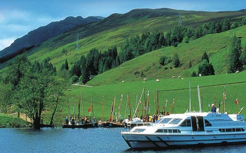 Alquiler-barcos-fluviales-turismo-fluvial-canales-rios-Escocia