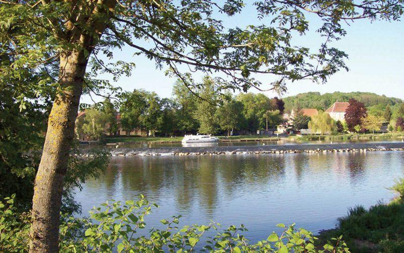 Alquiler-barcos-fluviales-turismo-fluvial-canales-rios-Borgoña