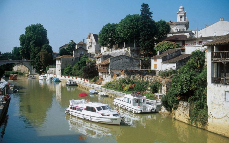 Alquiler-barcos-fluviales-turismo-fluvial-canales-francia-Aquitania