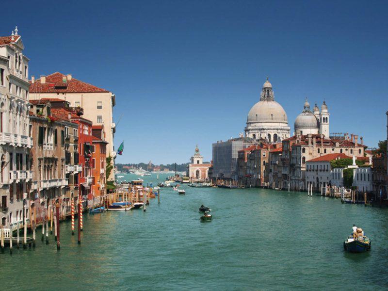 Alquiler-barcos-fluviales-turismo-fluvial-canales-Italia