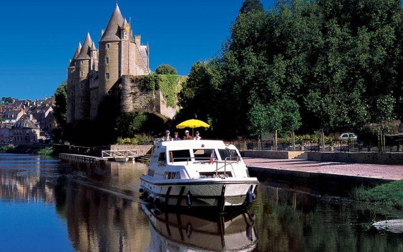 Alquiler-barcos-fluviales-turismo-fluvial-canales-Bretaña