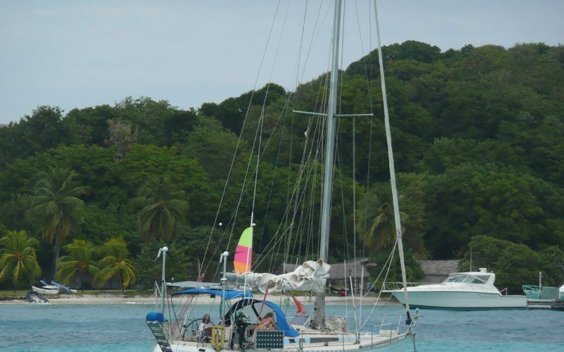 Alquiler-barco-Caribe-yate-motor-velero-catamaran-turismo-vacaciones-Canouan