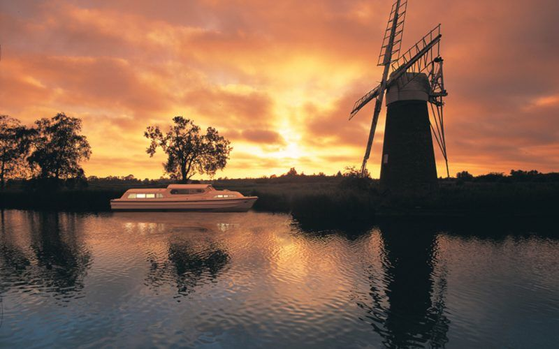 Alquiler-barcos-fluviales-turismo-fluvial-canales-rios-Inglaterra