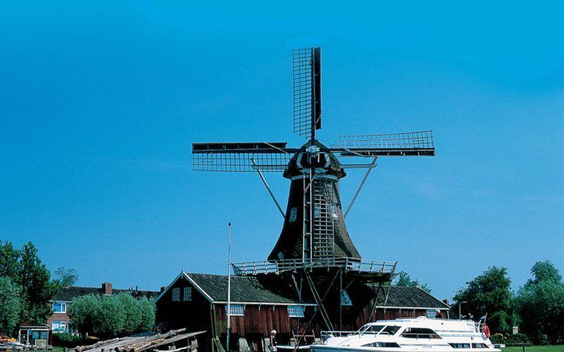 Alquiler-barcos-fluviales-turismo-fluvial-canales-rios-Holanda