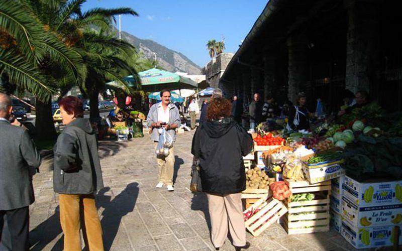 montenegro-kotor-mercado_8252318022_o