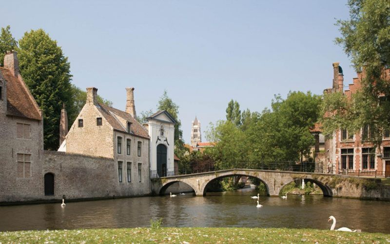 Alquiler-barcos-fluviales-turismo-fluvial-canales-Belgica