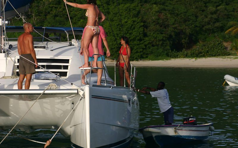 Alquiler-barco-Caribe-yate-motor-velero-turismo-vacaciones