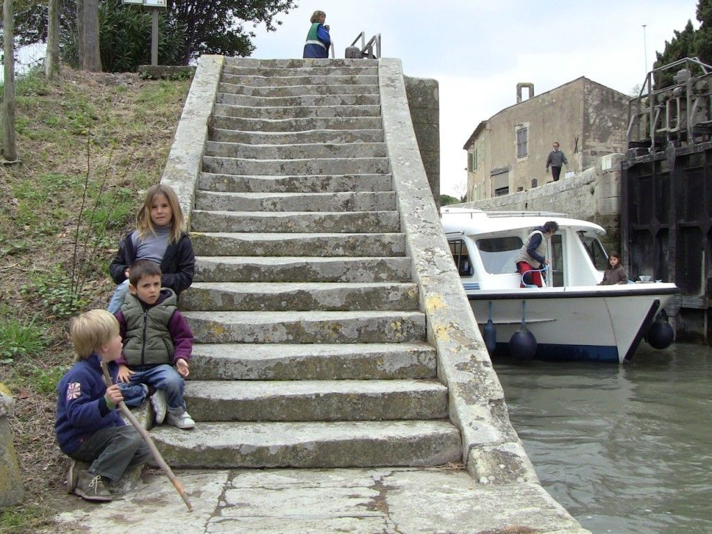 Alquiler-barcos-fluviales-turismo-fluvial-canales-francia-esclusa
