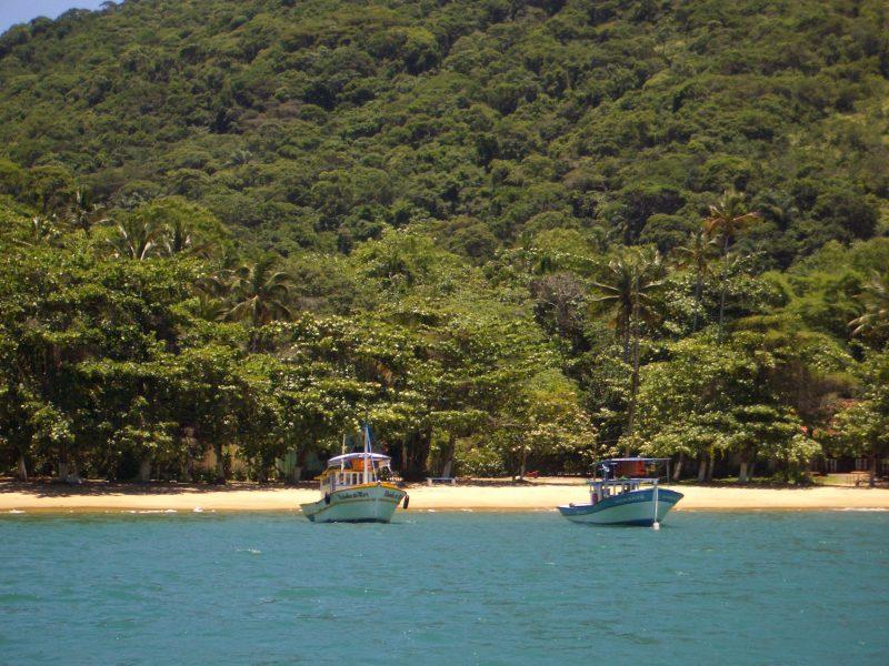 Alquiler-barcos-Brasil-Paraty-vacaciones-crucero-navegar-velero-catamaran