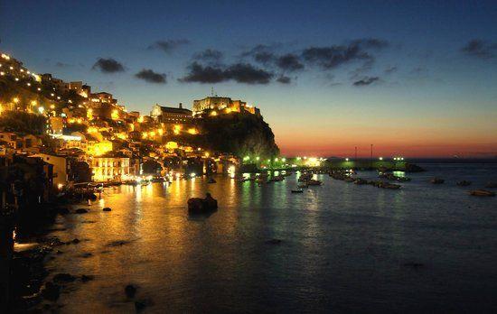 Alquiler-barcos-yate-motor-velero-turismo-Italia-Amalfi-Mediterraneo
