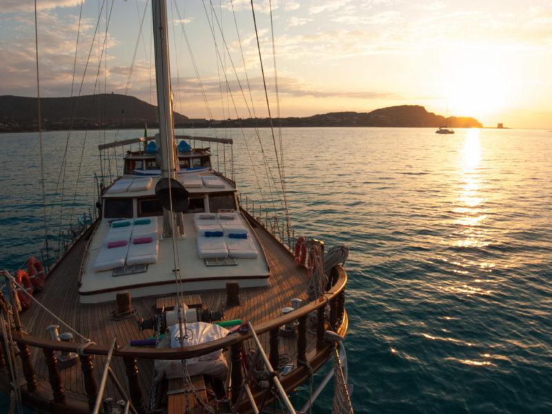 Alquiler-goleta-Cerdeña-vacaciones-navegar