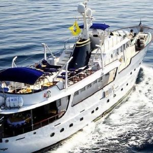 Croacia-Alquiler-vacaciones-familia-barco-motor-yate