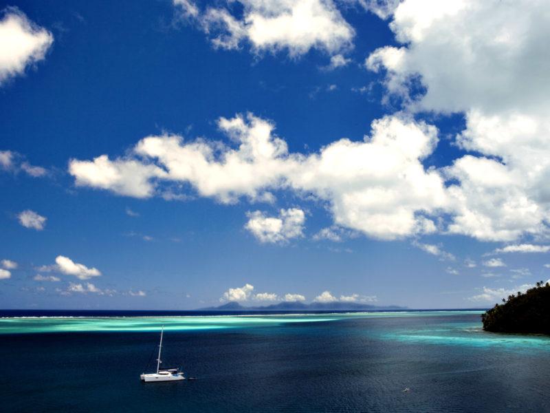 vacaciones-catamaran-playa-navegar-crucero