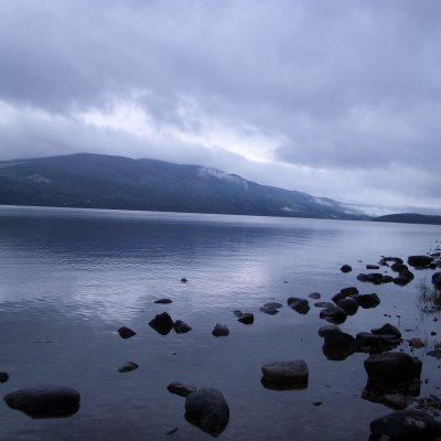 Alquiler-Navegacion-Fluvial-Escocia-Lago-Ness-barcos