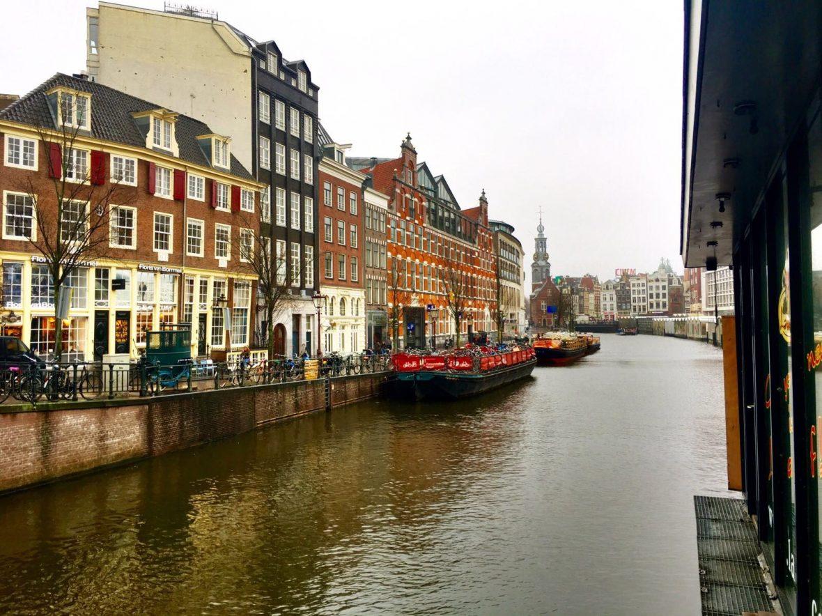 Alquiler-barco-embarcación-fluvial-canales-Holanda