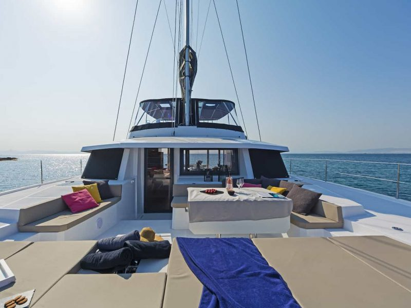 Alquiler-catamaranes-vacaciones-plazas-sueltas-Martinica-Granadinas