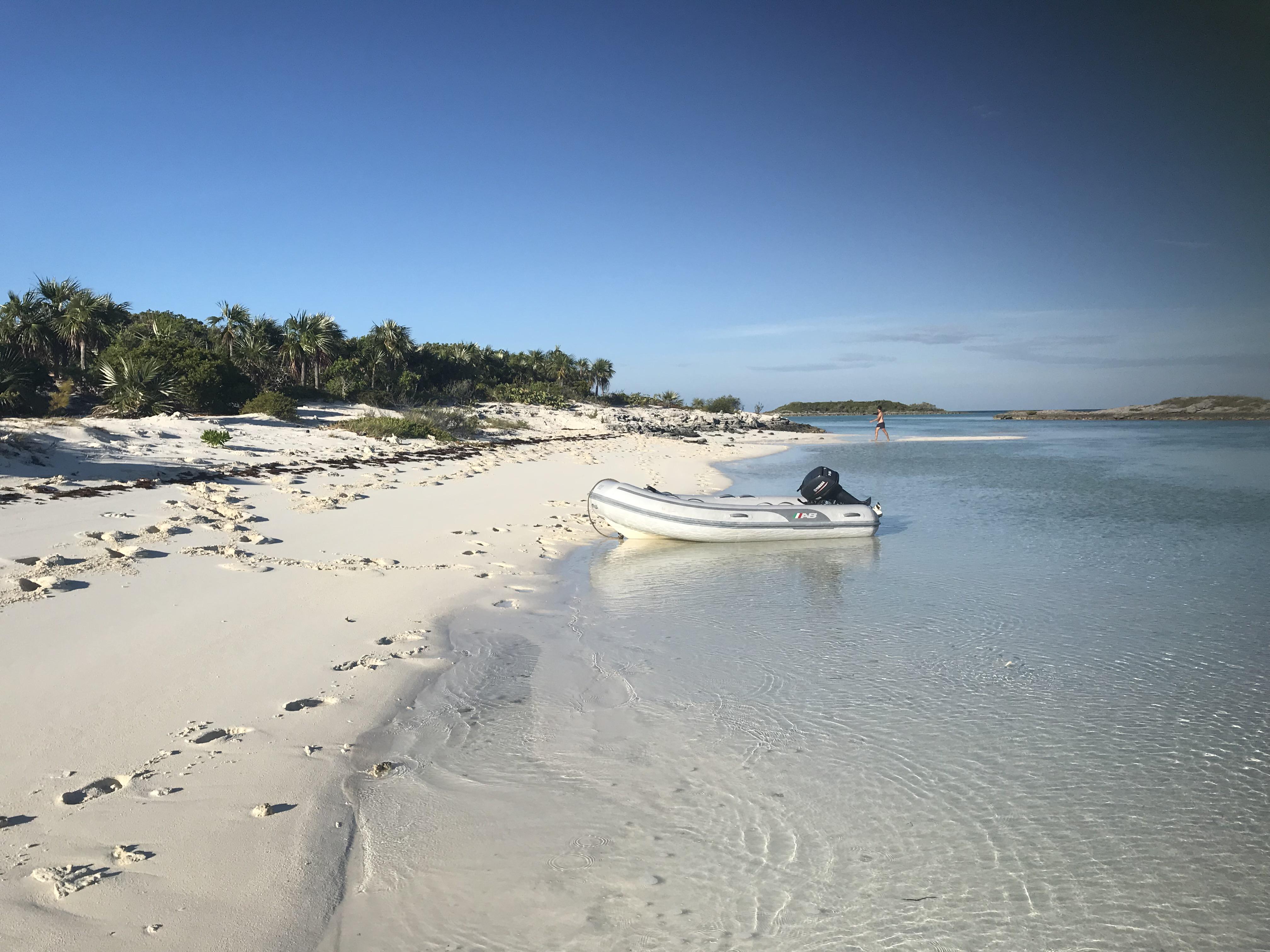 Alquiler-barco-Caribe-yate-motor-velero-catamaran-turismo-vacaciones-Bahamas-playa