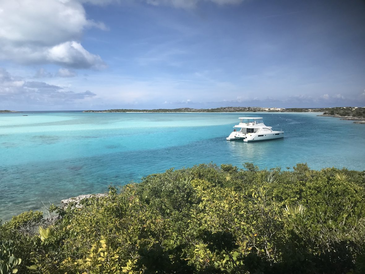 Alquiler-barco-Caribe-yate-motor-velero-catamaran-turismo-vacaciones-Bahamas-Power-Catamaran