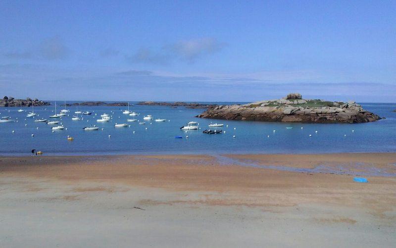 velero-crucero-vacaciones-alquiler-Francia -playa-mar-navegar-barco-Bretaña