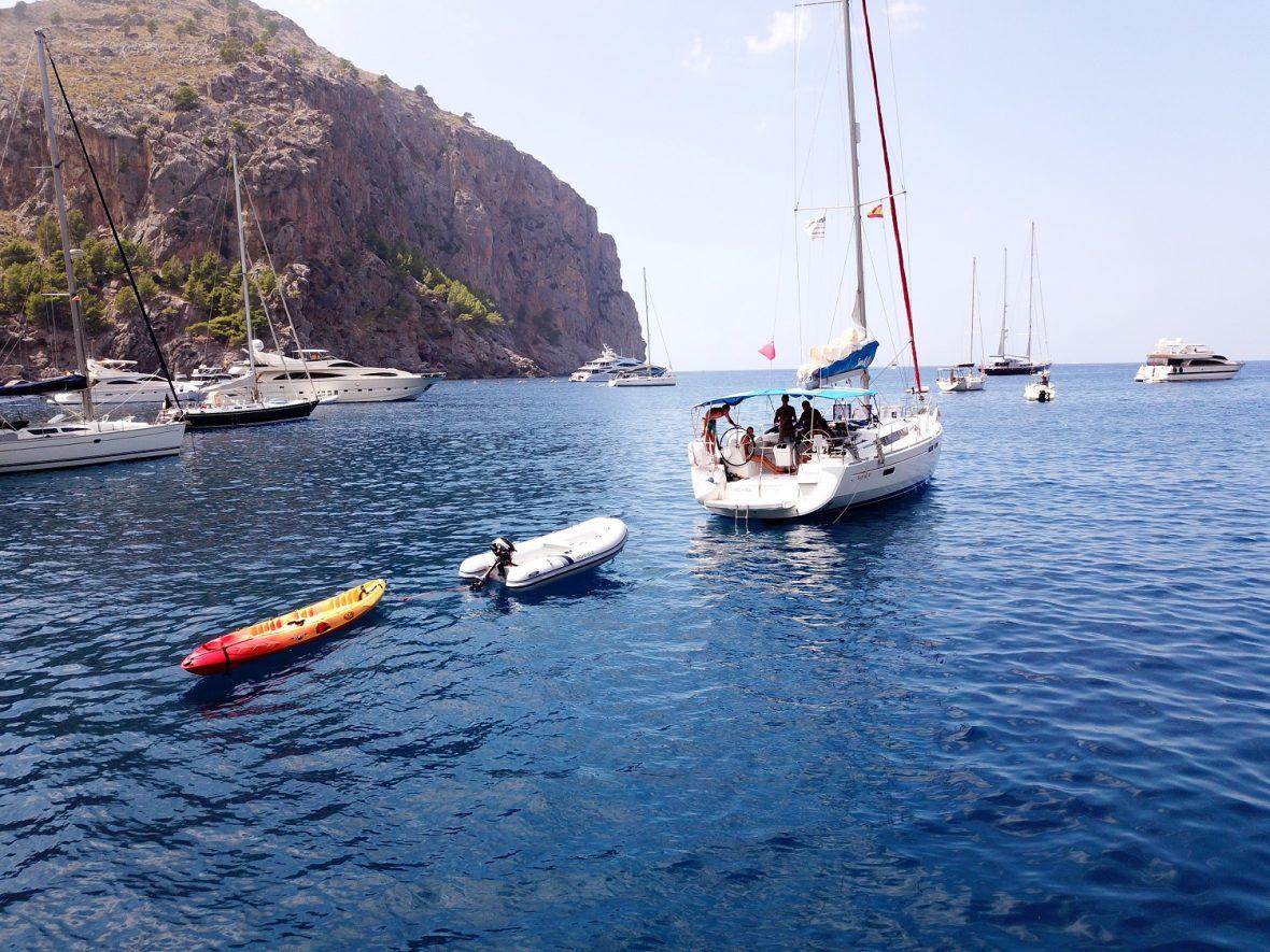 Alquiler-Barcos-Mallorca-veleros-vacaciones-Baleares-mediterraneo-flotilla-familiar